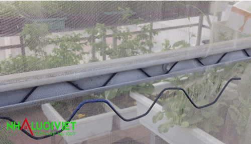 thanh nẹp làm nhà kính trên sân thượng